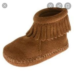 MINNITONKA back flap brown moccasins with fringe